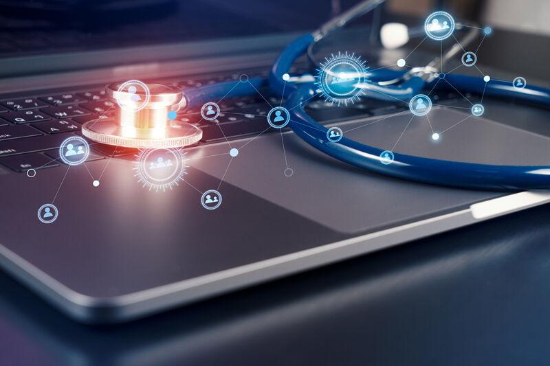Stethoscopeonmodernlaptopcomputerconnectpeopleinsocialnetwork Healthcareconcept